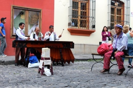Marimba players, Arco street